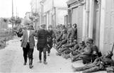 Russland-Süd, deutsche Soldaten bei Rast, Gefangene