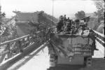 Rumänien, Schützenpanzer auf Brücke